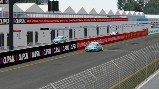 Cara y cruz para los pilotos de CRT (Campo en boxes, retirado. Pely cruzando meta en 3º posición.